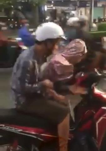 Clip người đàn ông đấm túi bụi vào mặt cô gái ngay giữa đường khiến chị em bức xúc - Ảnh 1