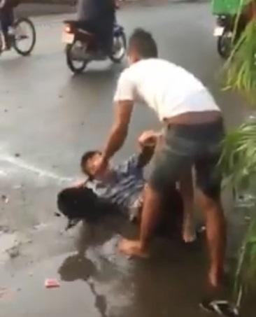 Clip người đàn ông đấm túi bụi vào mặt cô gái ngay giữa đường khiến chị em bức xúc - Ảnh 3