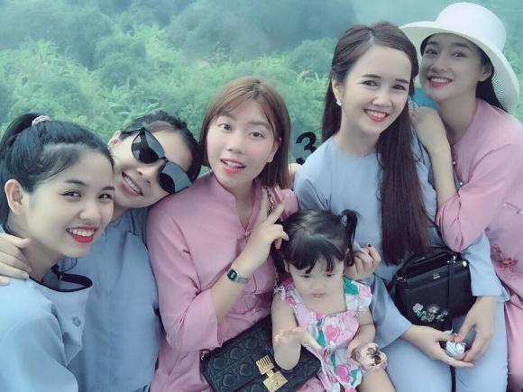 Từ chối nói chuyện tình cảm, Nhã Phương đi chùa cùng chị em gái mà không có mặt Trường Giang - Ảnh 2