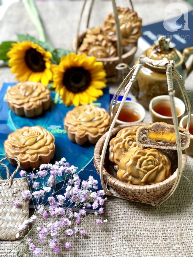 Chỉ dùng cát và bếp thông thường, mẹ đảm Nha Trang chỉ cách làm bánh Trung Thu truyền thống thơm ngon như nướng lò hiện đại - Ảnh 11