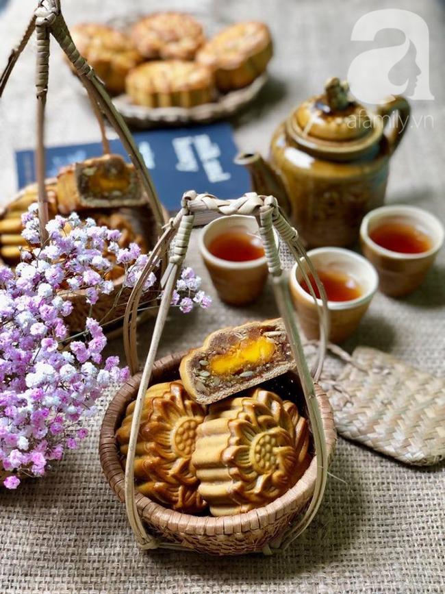 Chỉ dùng cát và bếp thông thường, mẹ đảm Nha Trang chỉ cách làm bánh Trung Thu truyền thống thơm ngon như nướng lò hiện đại - Ảnh 12