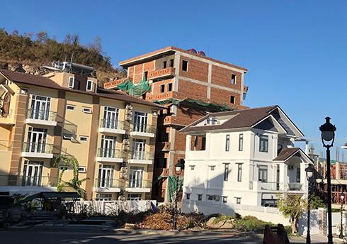 Chính thức 'cắt ngọn' hàng loạt biệt thự xây trái phép ở Nha Trang - Ảnh 2