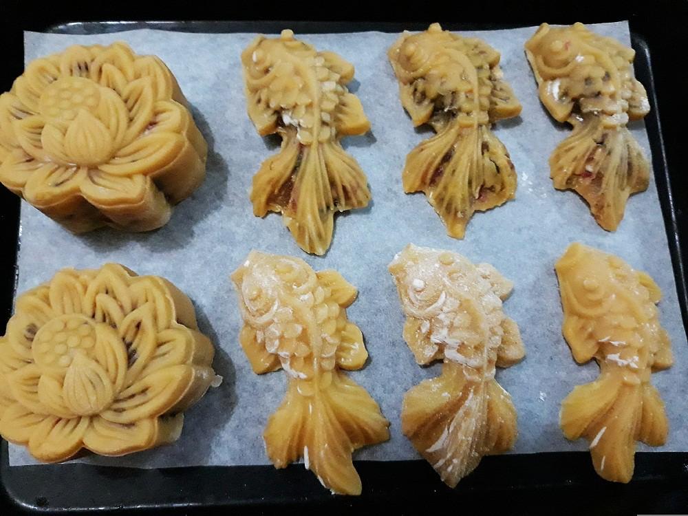 Tưởng không dễ mà dễ không tưởng: Làm bánh Trung Thu con cá đẹp lung linh! - Ảnh 5