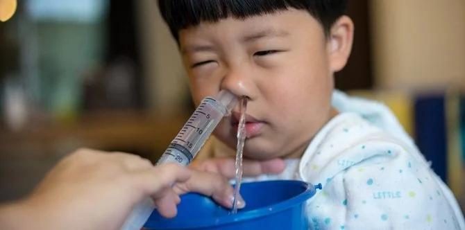 Mẹ tự rửa mũi cho con tại nhà, bé 2 tháng tuổi tím tái nguy kịch, bác sĩ nói gì về việc này? - Ảnh 2