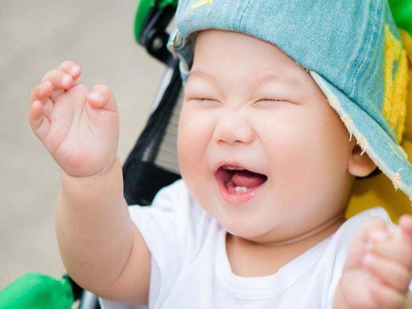 Xử trí khi răng sữa của trẻ bị đen - Ảnh 1