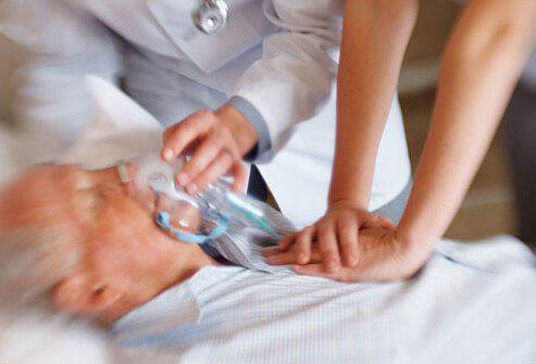 Nhồi máu cơ tim là gì? Cách sơ cứu khi gặp phải - Ảnh 2