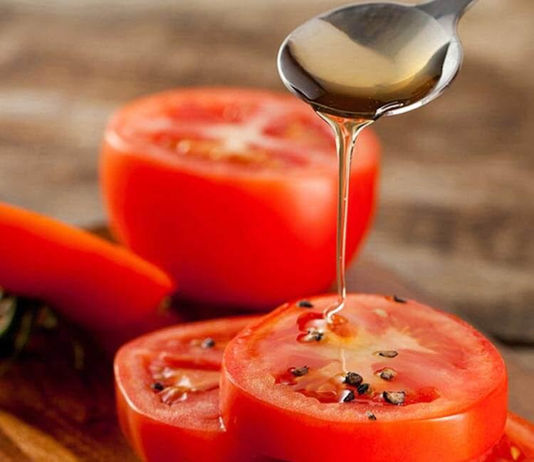 Trời se lạnh mà da mặt vẫn tiết nhiều dầu nhờn, nổi mụn liên tục, hãy dùng cà chua theo cách này - Ảnh 3