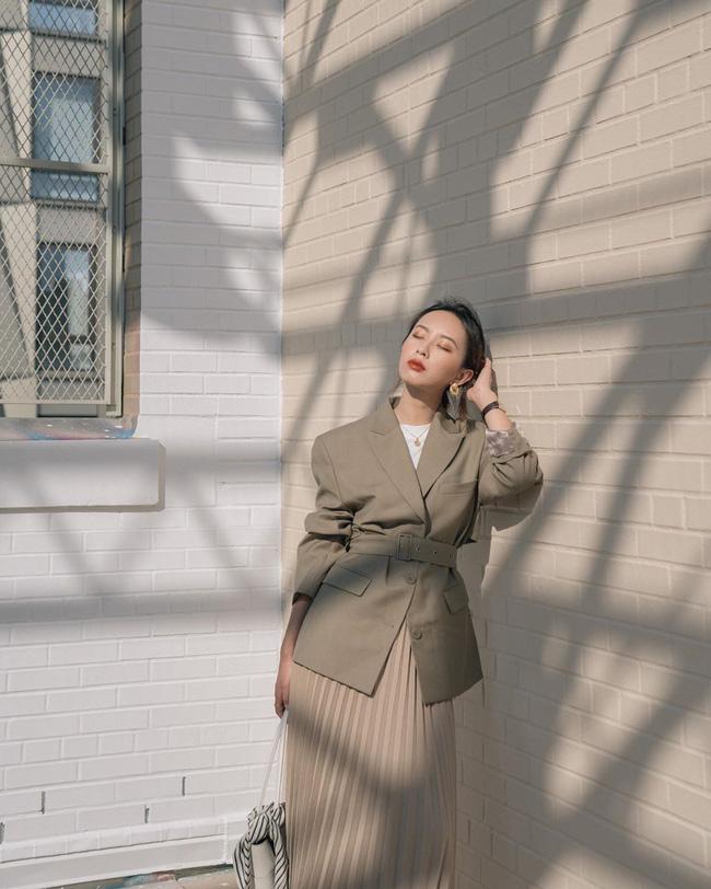 12 ý tưởng diện áo blazer + chân váy mãn nhãn đến nỗi bạn cũng phải xuýt xoa trước diện mạo của chính mình - Ảnh 12