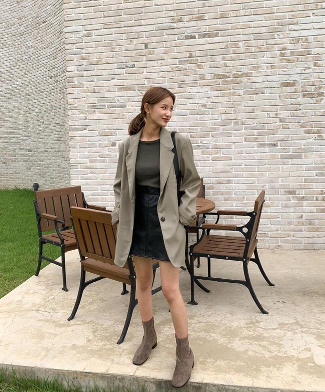 12 ý tưởng diện áo blazer + chân váy mãn nhãn đến nỗi bạn cũng phải xuýt xoa trước diện mạo của chính mình - Ảnh 3