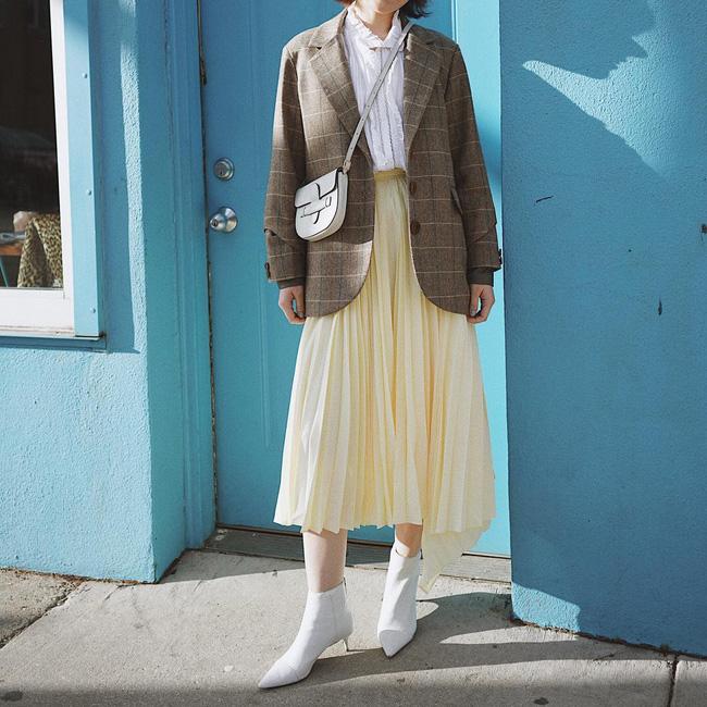 12 ý tưởng diện áo blazer + chân váy mãn nhãn đến nỗi bạn cũng phải xuýt xoa trước diện mạo của chính mình - Ảnh 6