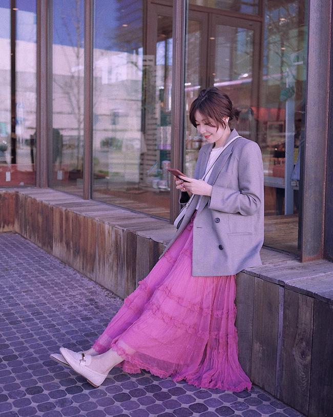 12 ý tưởng diện áo blazer + chân váy mãn nhãn đến nỗi bạn cũng phải xuýt xoa trước diện mạo của chính mình - Ảnh 8