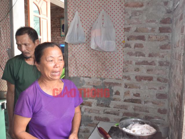 Mẹ tài xế container Lê Ngọc Hoàng khóc ngất kể chuyện con tự tử - Ảnh 1