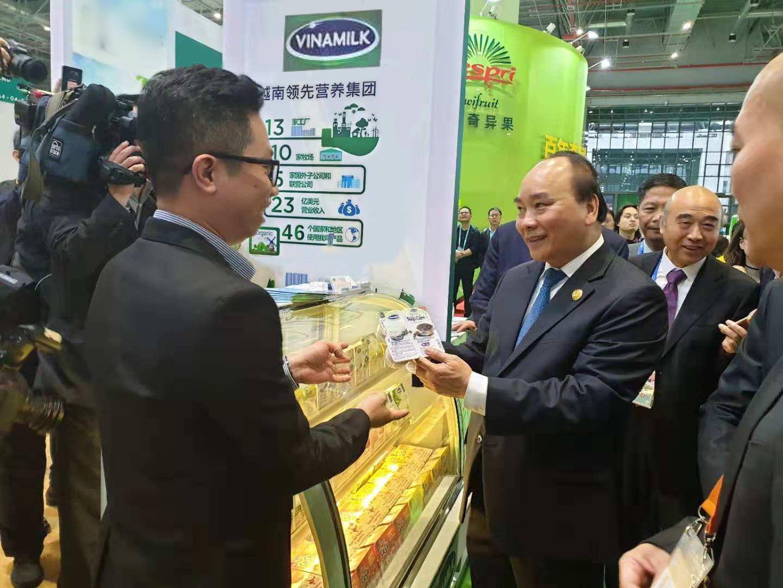 Sản phẩm sữa các loại của Vinamilk ra mắt người tiêu dùng trung quốc tại hội chợ nhập khẩu quốc tế Trung Quốc lần thứ nhất (CIIE 2018) tại Thượng Hải - Ảnh 1