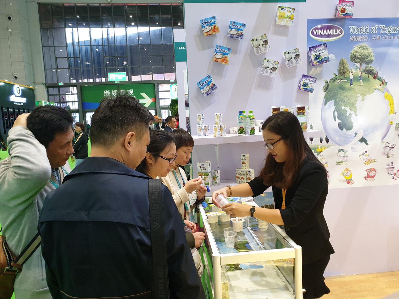 Sản phẩm sữa các loại của Vinamilk ra mắt người tiêu dùng trung quốc tại hội chợ nhập khẩu quốc tế Trung Quốc lần thứ nhất (CIIE 2018) tại Thượng Hải - Ảnh 2