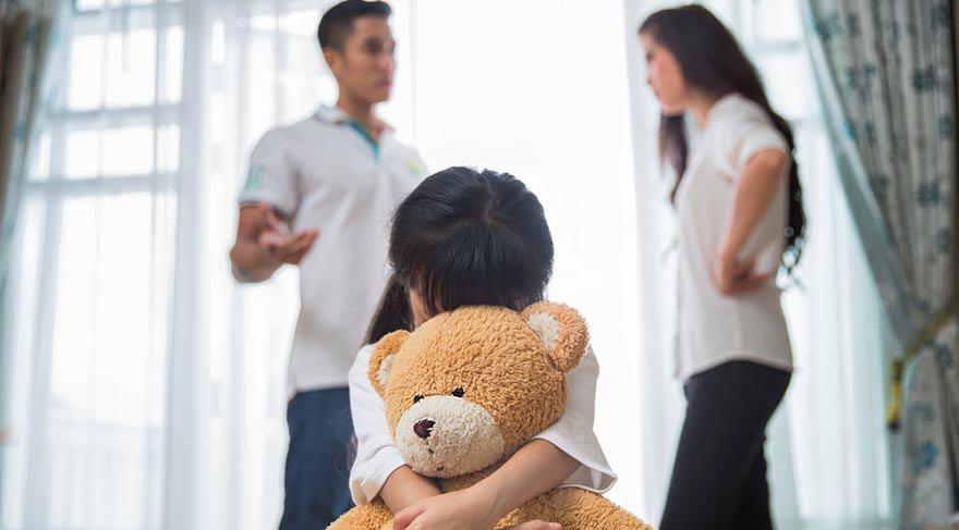Bé gái 6 tuổi nhìn thấy bố liền trốn kĩ, nguyên nhân khiến người mẹ chẳng thể ngờ - Ảnh 2