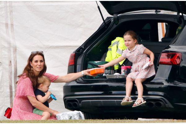 Hóa ra chìa khóa nuôi dạy con của Công nương Kate Middleton bắt nguồn từ chính thời thơ ấu của cô - Ảnh 6