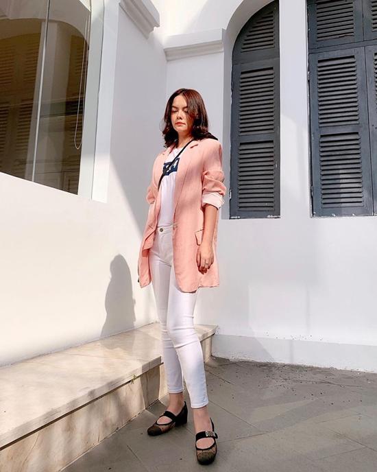 Mix áo khoác mùa thu như sao Việt - Ảnh 1