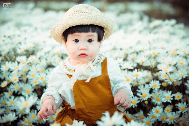 Nhiếp ảnh gia tiết lộ hậu trường đầy bất ngờ phía sau bức ảnh bé gái 'thèm uống sữa mà mẹ cứ bắt đi chụp cúc họa mi' - Ảnh 12