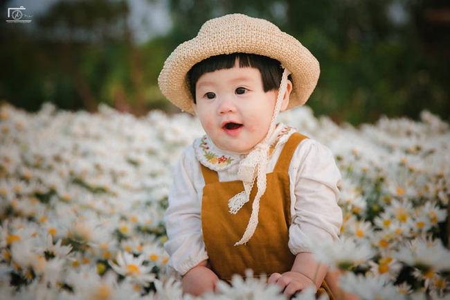 Nhiếp ảnh gia tiết lộ hậu trường đầy bất ngờ phía sau bức ảnh bé gái 'thèm uống sữa mà mẹ cứ bắt đi chụp cúc họa mi' - Ảnh 14