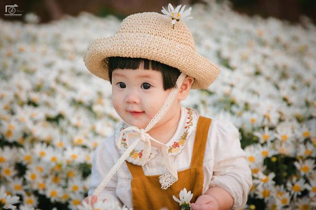 Nhiếp ảnh gia tiết lộ hậu trường đầy bất ngờ phía sau bức ảnh bé gái 'thèm uống sữa mà mẹ cứ bắt đi chụp cúc họa mi' - Ảnh 15