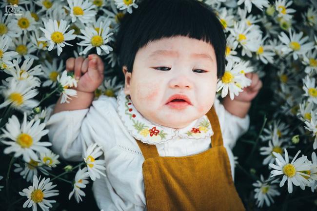 Nhiếp ảnh gia tiết lộ hậu trường đầy bất ngờ phía sau bức ảnh bé gái 'thèm uống sữa mà mẹ cứ bắt đi chụp cúc họa mi' - Ảnh 6