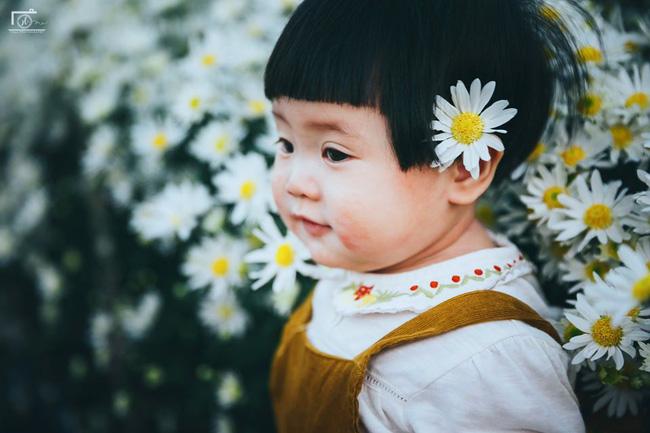 Nhiếp ảnh gia tiết lộ hậu trường đầy bất ngờ phía sau bức ảnh bé gái 'thèm uống sữa mà mẹ cứ bắt đi chụp cúc họa mi' - Ảnh 7