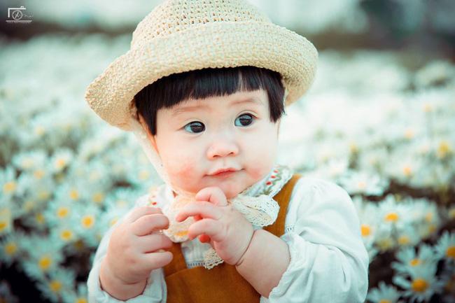 Nhiếp ảnh gia tiết lộ hậu trường đầy bất ngờ phía sau bức ảnh bé gái 'thèm uống sữa mà mẹ cứ bắt đi chụp cúc họa mi' - Ảnh 8