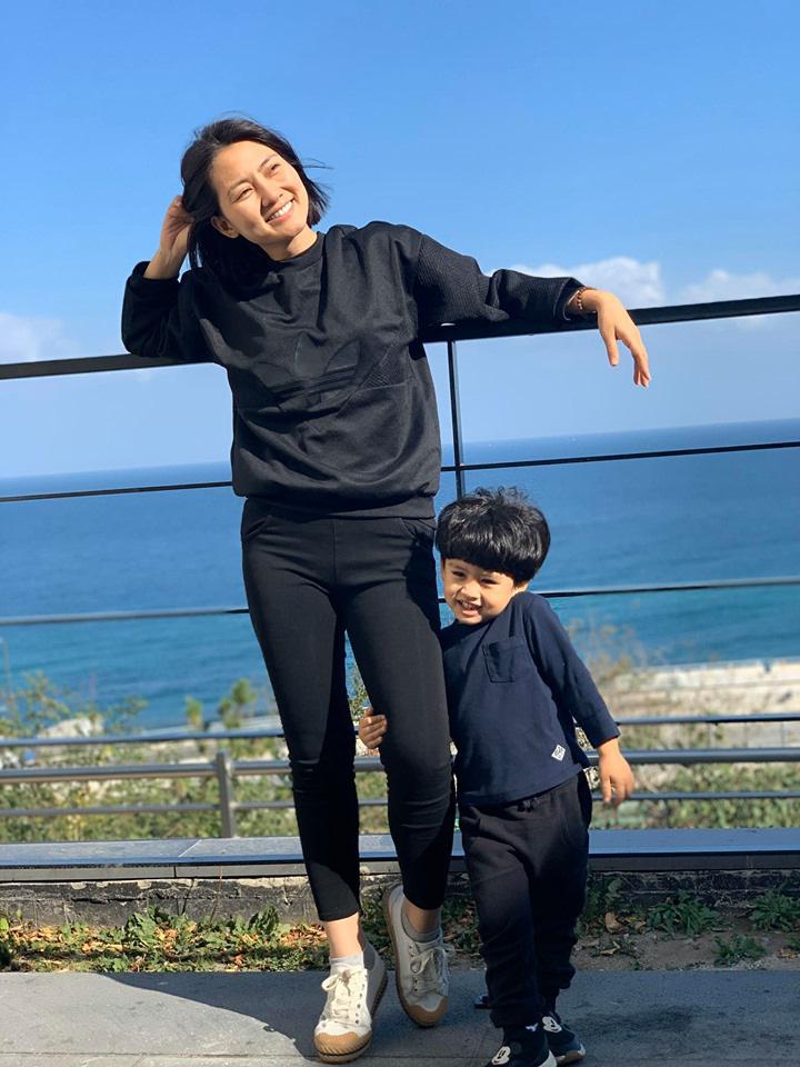 Sau màn cãi cọ với dân mạng về chuyện Thanh Bình, Ngọc Lan cùng con trai có động thái cực đáng yêu ở Hàn Quốc - Ảnh 4