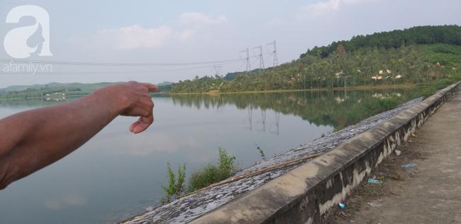 Vụ bà nhẫn tâm sát hại cháu ở Nghệ An: Bí ẩn 'hoa cúng' nghi can mang theo ra hiện trường - Ảnh 3