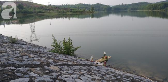 Vụ bà nhẫn tâm sát hại cháu ở Nghệ An: Bí ẩn 'hoa cúng' nghi can mang theo ra hiện trường - Ảnh 4