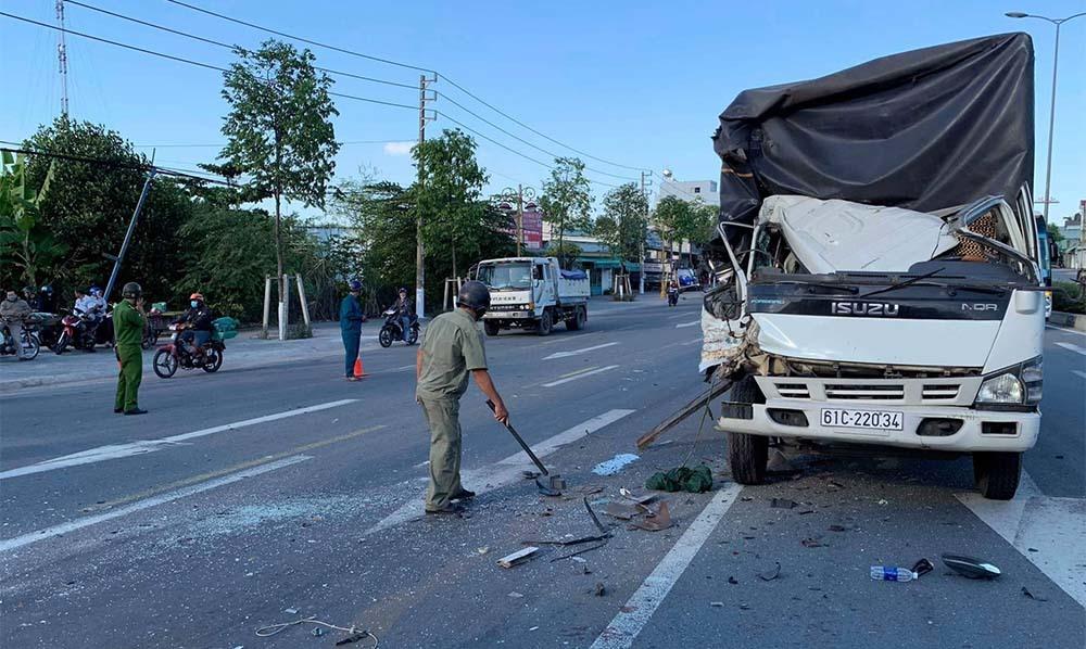 2 xe tải bị tông khi dừng đèn đỏ, nhiều người bị thương - Ảnh 3