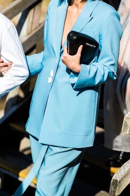 4 chiếc blazer giúp nữ công sở mặc đẹp cả năm - Ảnh 1