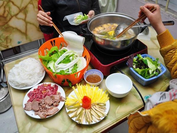 Chuyên gia khuyến cáo: 4 lưu ý khi ăn lẩu để bảo vệ sức khỏe cả nhà - Ảnh 1