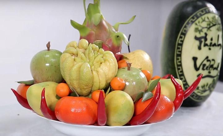 Mâm ngũ quả thường có đủ ít nhất 5 loại quả với 5 màu sắc khác nhau