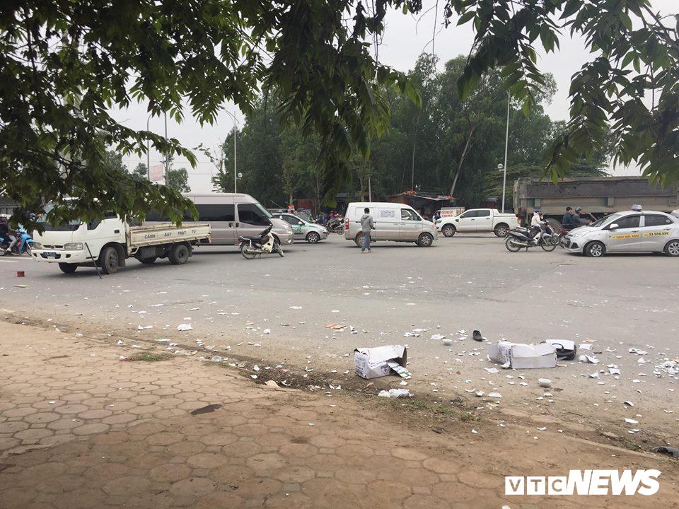 Ô tô 'điên' tông thủng đuôi taxi và hàng loạt xe máy, 4 người thương vong - Ảnh 6