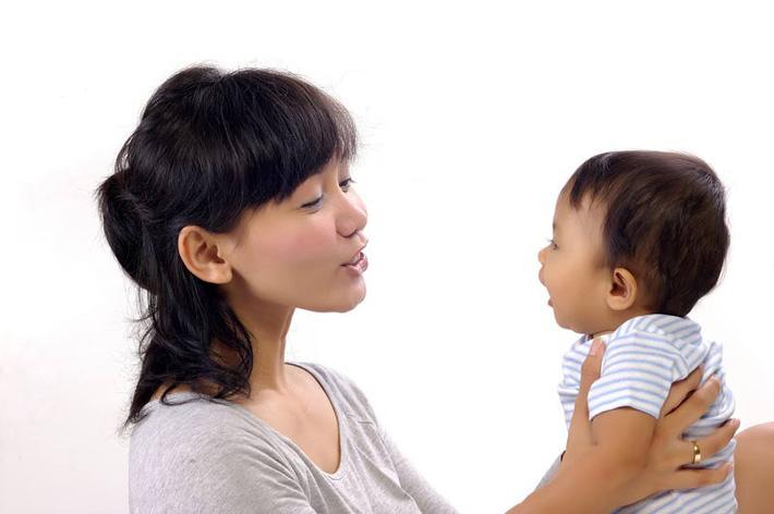 Biết được giọng nói của mình tác động đến não bộ của trẻ như thế này, các mẹ hẳn sẽ chăm nói chuyện với con nhiều hơn - Ảnh 4