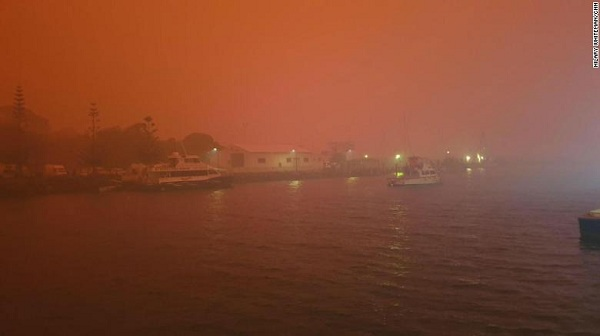 Bầu trời nước Úc đỏ như máu trong ngày thảm họa cháy rừng - Ảnh 5