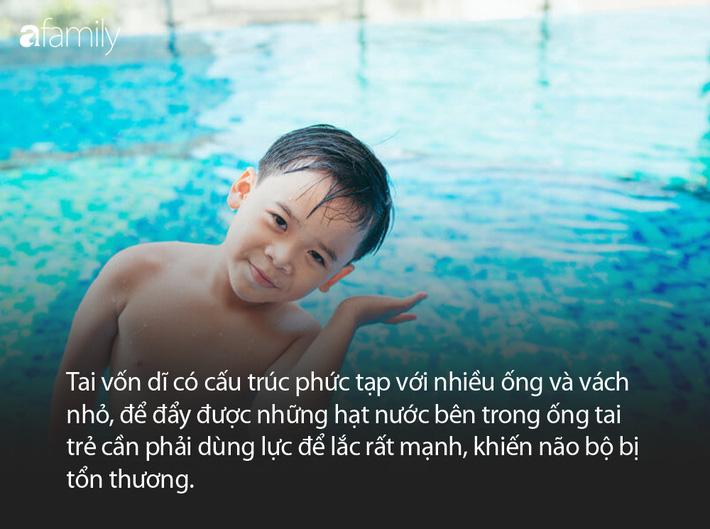 Chuyên gia cảnh báo: Mẹ nào cũng bảo con lắc đầu sau khi tắm để nước ra khỏi tai, việc làm này sẽ để lại 1 hậu quả nghiêm trọng - Ảnh 2