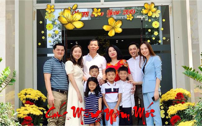 Hãy nhìn hành động của Đàm Thu Trang với Subeo trong bức ảnh đoàn tụ cùng đại gia đình nhà Cường Đô La - Ảnh 1