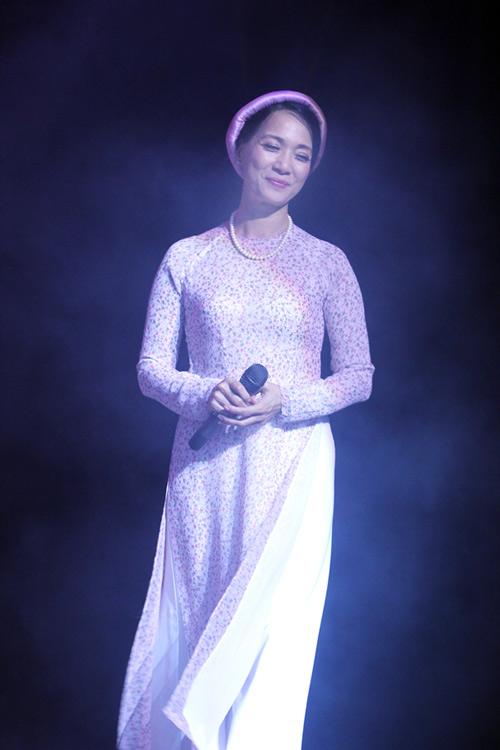 NSND Lê Khanh: Nhu cầu được nổi bật đang kéo ta rời xa vẻ đẹp của áo dài - Ảnh 2