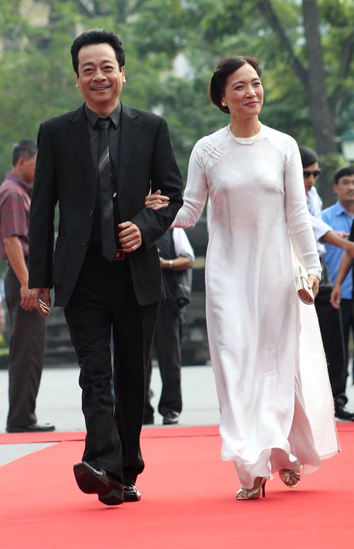 NSND Lê Khanh: Nhu cầu được nổi bật đang kéo ta rời xa vẻ đẹp của áo dài - Ảnh 3