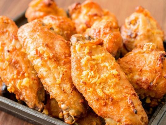 Công thức đơn giản làm cánh gà nướng bơ tỏi thơm ngon, béo ngậy - Ảnh 2