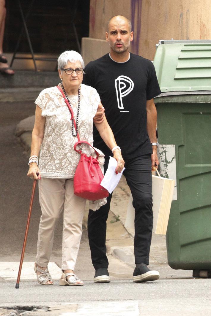 Mẹ của HLV Pep Guardiola qua đời vì dịch Covid-19 - Ảnh 1