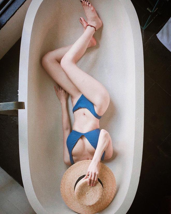 Mới sinh con 7 tháng nhưng ca nương Kiều Anh vẫn 'đốt mắt' dân mạng với hình ảnh diện bikini cực nóng bỏng! - Ảnh 1