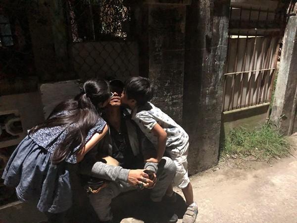 Gia đình Phạm Anh Khoa vẫn 'bình yên đến lạ' sau nghi án gạ tình - Ảnh 2