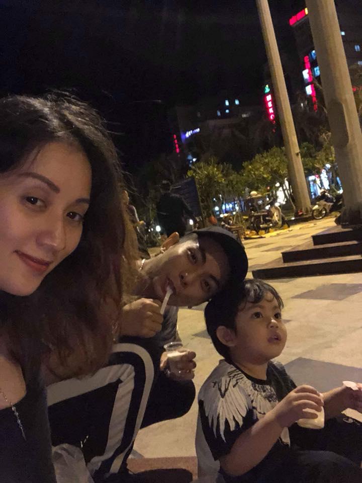 Mang thai ở tháng thứ 8, Khánh Thi không ngại vác bụng bầu to tướng đi ăn vỉa hè cùng chồng con - Ảnh 2