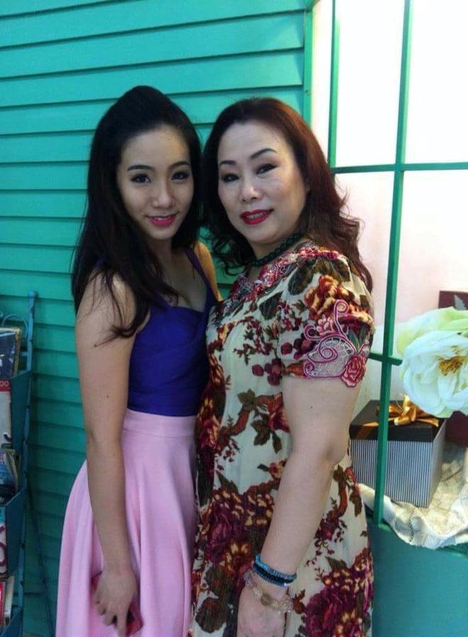 Giữa tâm bão scandal, mẹ của các sao Việt này vẫn mạnh mẽ trở thành hậu phương vững chắc cho con - Ảnh 2