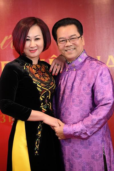NSND Trần Nhượng tiết lộ chuyện vợ kém 23 tuổi bán vàng cho chồng làm nghệ thuật - Ảnh 2