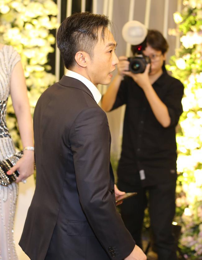 Trước hàng trăm ánh mắt, Cường Đô la công khai làm hành động ngọt ngào này với Đàm Thu Trang - Ảnh 3