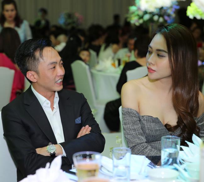 Trước hàng trăm ánh mắt, Cường Đô la công khai làm hành động ngọt ngào này với Đàm Thu Trang - Ảnh 4